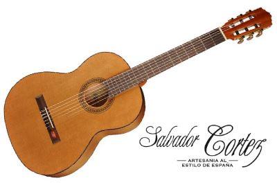 Votre guitare espagnole au meilleur prix